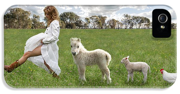A Walk In The Country IPhone 5s Case by Linda Lees