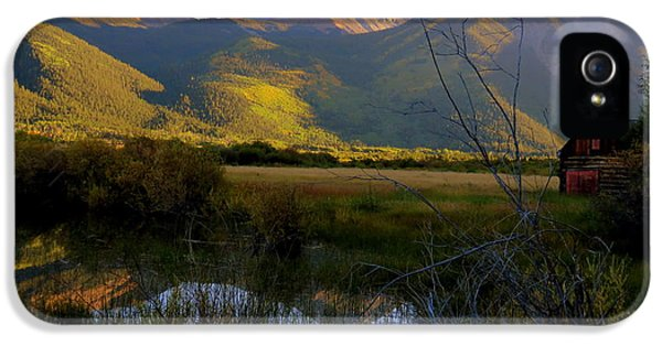 IPhone 5s Case featuring the photograph Autumn Evening by Karen Shackles
