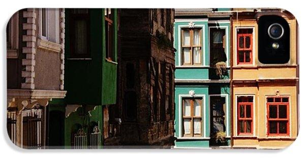 House iPhone 5s Case - #balat #istanbul #eskibinalar #renkli by Ozan Goren