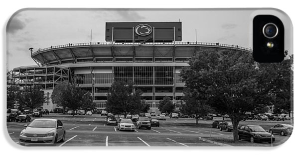 Penn State University iPhone 5s Case - Beaver Stadium And Lot by John McGraw