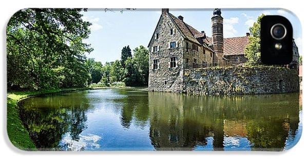 Castle iPhone 5s Case - Burg Vischering by Dave Bowman