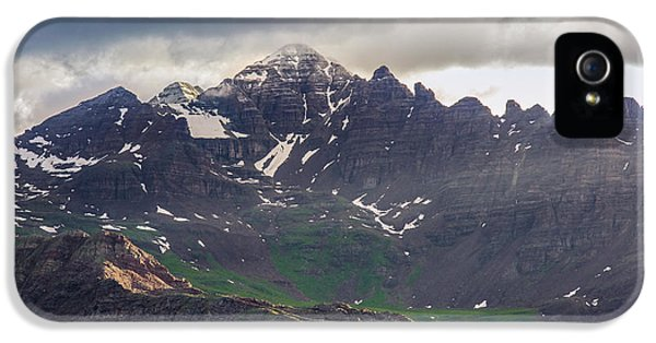 IPhone 5s Case featuring the photograph Castle Peak by Aaron Spong