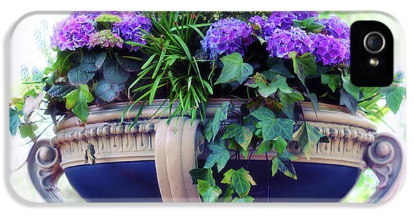 IPhone 5s Case featuring the photograph Central Park Planter by Jessica Jenney