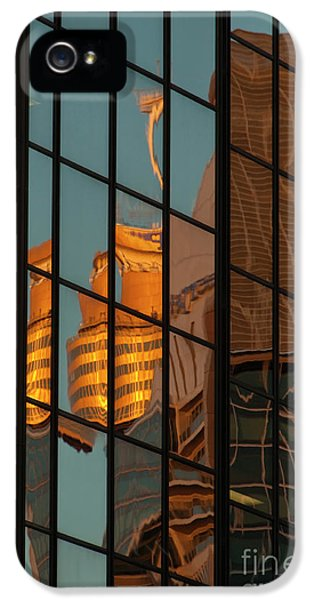 Centrepoint Hiding IPhone 5s Case by Werner Padarin