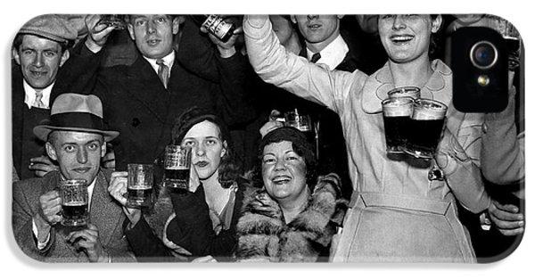 Beer iPhone 5s Case - Cheers by Jon Neidert