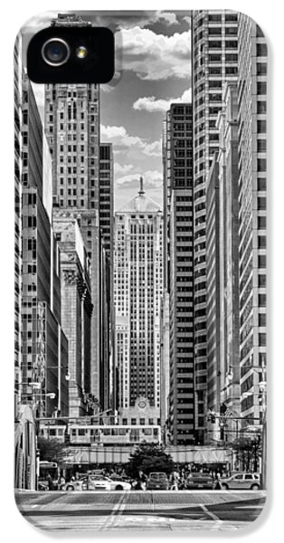 IPhone 5s Case featuring the photograph Chicago Lasalle Street Black And White by Christopher Arndt