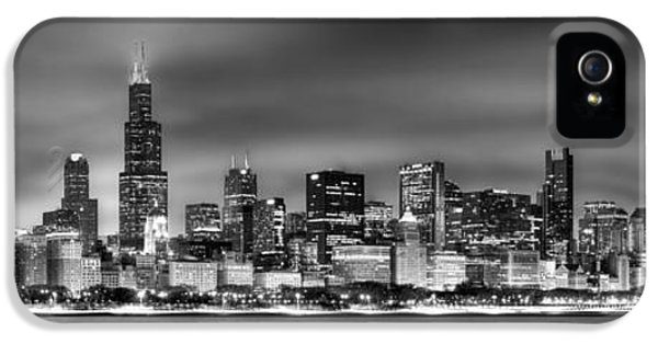 City Scenes iPhone 5s Case - Chicago Skyline At Night Black And White by Jon Holiday