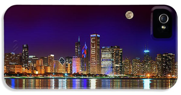Chicago Cubs iPhone 5s Case - Chicago Skyline With Cubs World Series Lights Night, Moonrise, Lake Michigan, Chicago, Illinois by Panoramic Images