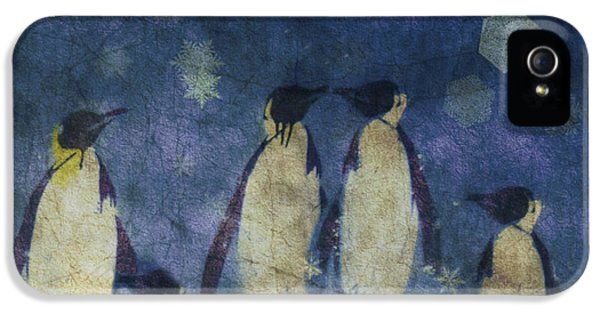 Penguin iPhone 5s Case - Christmas Moon  by Paul Lovering