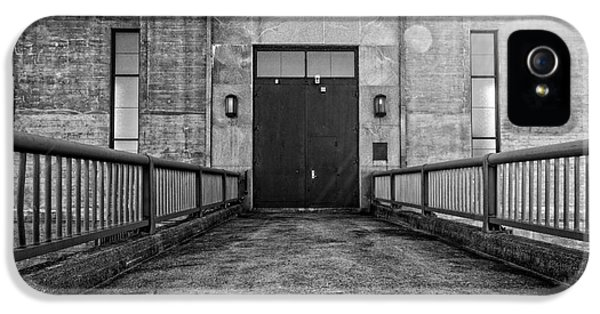 Dungeon iPhone 5s Case - End Of The Line by Edward Fielding