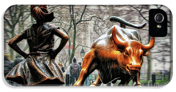 Bull iPhone 5s Case - Fearless Girl And Wall Street Bull Statues by Nishanth Gopinathan