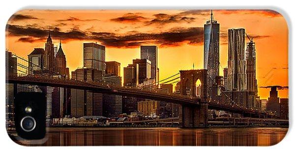 Fiery Sunset Over Manhattan  IPhone 5s Case