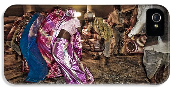 Folk Dance IPhone 5s Case by Hitendra SINKAR