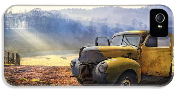 Car iPhone 5s Case - Ford In The Fog by Debra and Dave Vanderlaan