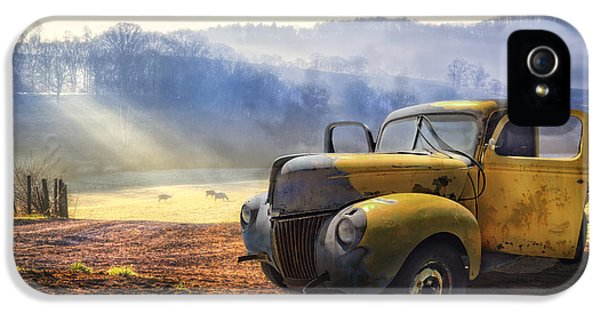 Ford In The Fog IPhone 5s Case by Debra and Dave Vanderlaan
