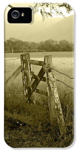 Landscape iPhone 5s Case - Forgotten Fields by Holly Kempe