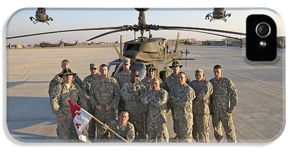 Helicopter iPhone 5s Case - Group Photo Of U.s. Soldiers At Cob by Terry Moore