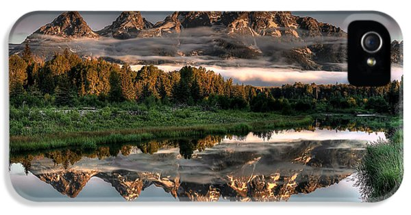 Mountain iPhone 5s Case - Hazy Reflections At Scwabacher Landing by Ryan Smith
