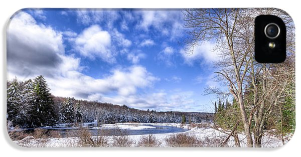 IPhone 5s Case featuring the photograph Heavy Snow At The Green Bridge by David Patterson
