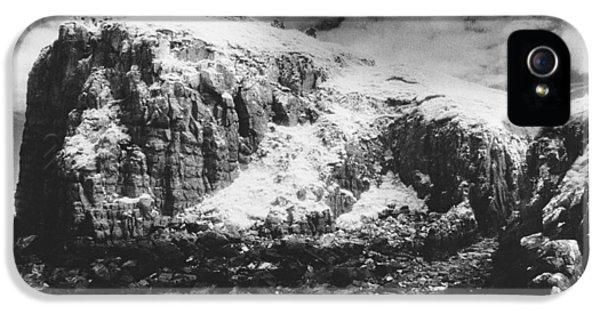 Dungeon iPhone 5s Case - Isle Of Skye by Simon Marsden