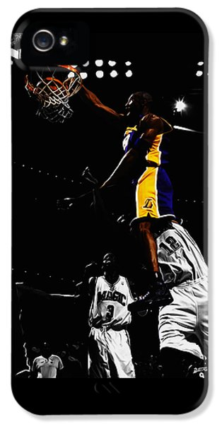 Kobe Bryant On Top Of Dwight Howard IPhone 5s Case by Brian Reaves