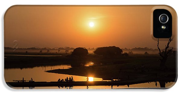 Burmese Python iPhone 5s Case - Lake Taungthaman by Delphimages Photo Creations