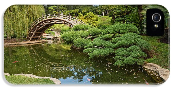 Garden iPhone 5s Case - Lead The Way - The Beautiful Japanese Gardens At The Huntington Library With Koi Swimming. by Jamie Pham