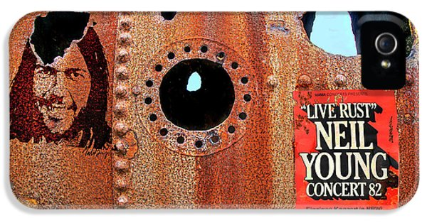 Neil Young iPhone 5s Case - Live Rust, Neil Young by Mal Bray