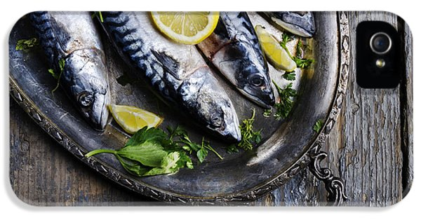 Mackerels On Silver Plate IPhone 5s Case by Jelena Jovanovic