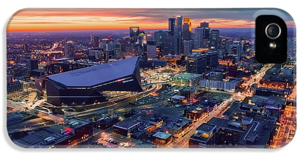 University Of Minnesota iPhone 5s Case - Minneapolis And Us Bank Stadium At Dusk by Gian Lorenzo Ferretti