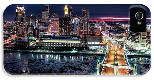 University Of Minnesota iPhone 5s Case - Minneapolis Skyline From The Mississippi River by Gian Lorenzo Ferretti