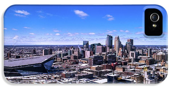 University Of Minnesota iPhone 5s Case - Minneapolis Skyline On A Sunny Day by Gian Lorenzo Ferretti