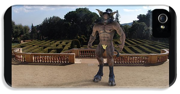 Minotaur In The Labyrinth Park Barcelona. IPhone 5s Case by Joaquin Abella