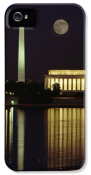 Washington Monument iPhone 5s Case - Moonrise Over The Lincoln Memorial by Richard Nowitz