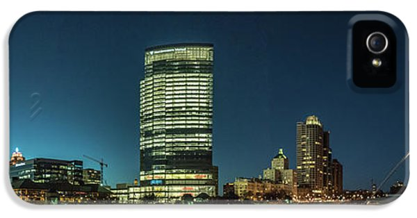 IPhone 5s Case featuring the photograph New Milwaukee Skyline by Randy Scherkenbach