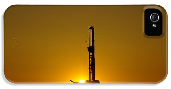 Oil Rig Near Killdeer In The Morn IPhone 5s Case