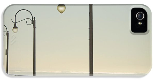 On The Pier IPhone 5s Case by Linda Woods