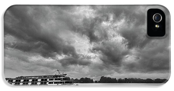 IPhone 5s Case featuring the photograph Rainy Day Cruise by Hitendra SINKAR