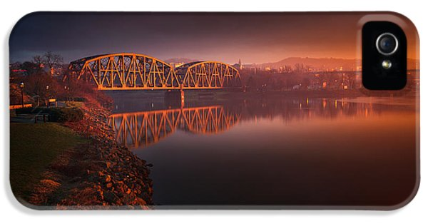 Beaver iPhone 5s Case - Rochester Train Bridge  by Emmanuel Panagiotakis