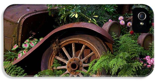 Rusty Truck In The Garden IPhone 5s Case