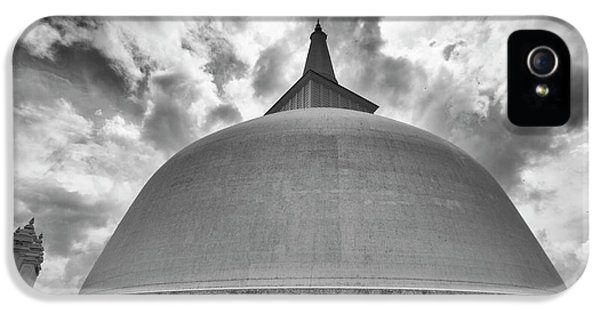 IPhone 5s Case featuring the photograph Ruwanwelisaya, Anuradhapura, 2012 by Hitendra SINKAR