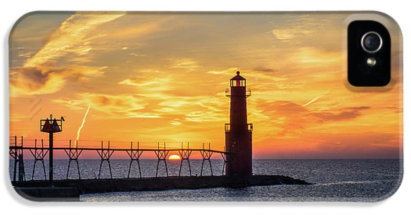 IPhone 5s Case featuring the photograph Serious Sunrise by Bill Pevlor