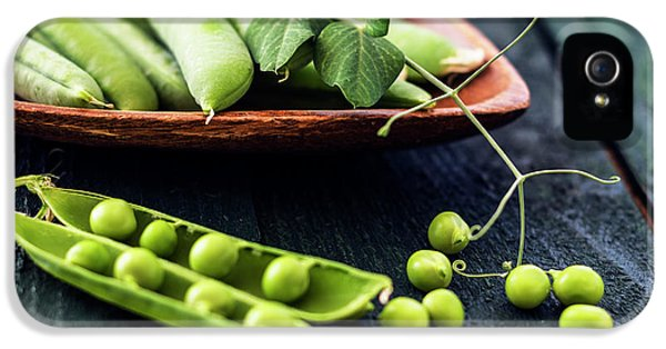 Snow Peas Or Green Peas Still Life IPhone 5s Case by Vishwanath Bhat
