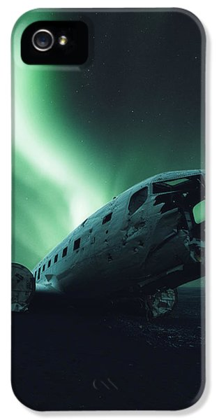 Airplane iPhone 5s Case - Solheimsandur Crash Site by Tor-Ivar Naess
