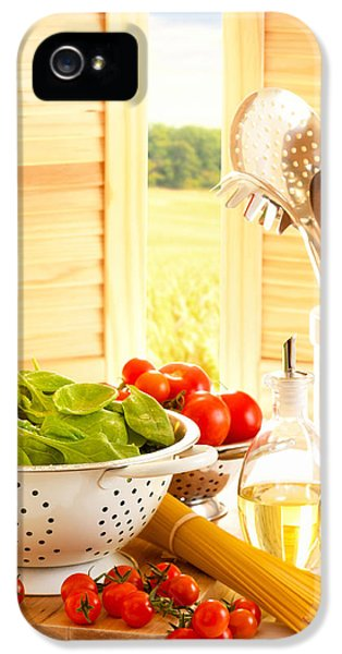 Spinach iPhone 5s Case - Spaghetti And Tomatoes In Country Kitchen by Amanda Elwell