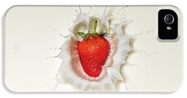 Strawberry Splash In Milk IPhone 5s Case