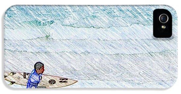 Surfer In Aus IPhone 5s Case by Daisuke Kondo