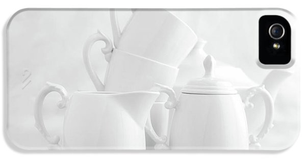 Kettles iPhone 5s Case - Tea For Three In White by Tom Mc Nemar