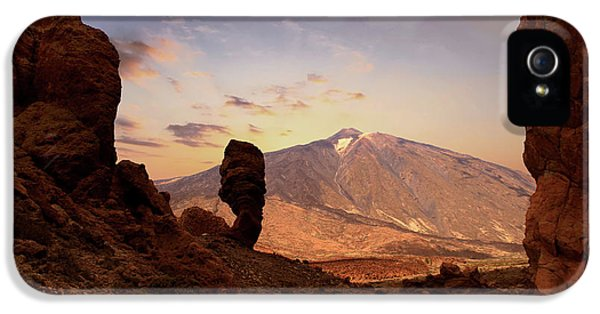 Canary iPhone 5s Case - Teide - Tenerife by Cambion Art