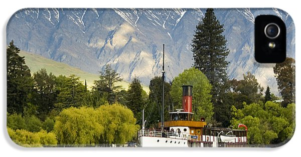 IPhone 5s Case featuring the photograph The Earnslaw by Werner Padarin